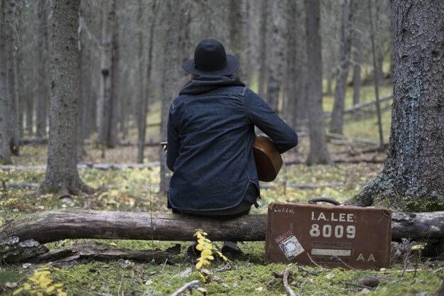 キャンプに持っていきたいトラベルギター特集