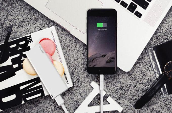 流行りのモバイルバッテリー特集!種類別に製品を選出